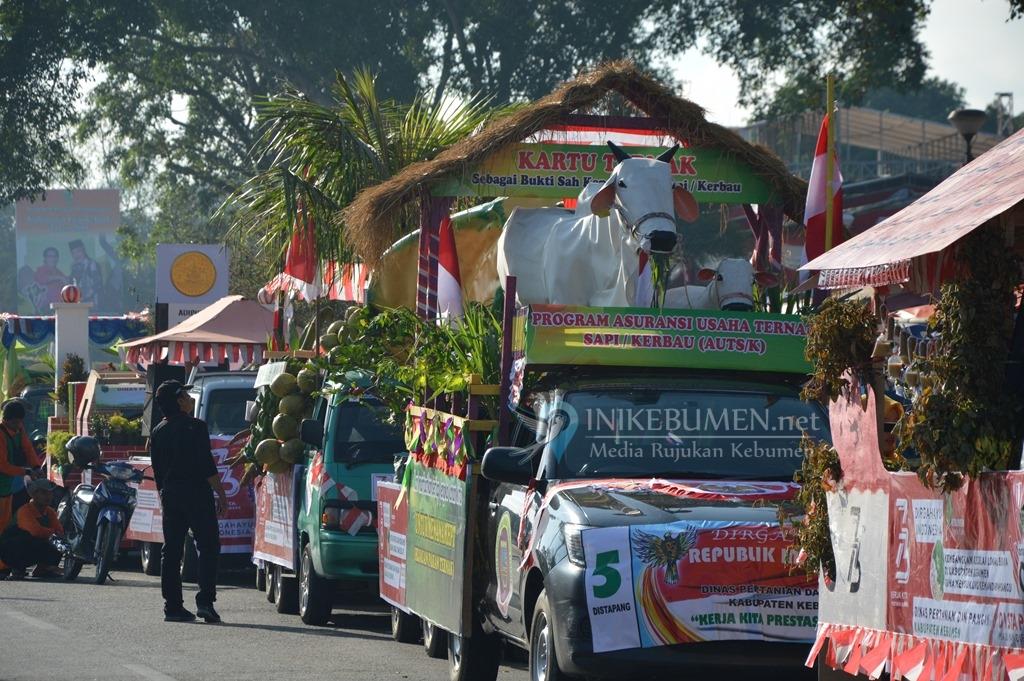 Peserta Karnaval Pembangunan Sudah Padati Alun-alun Kebumen