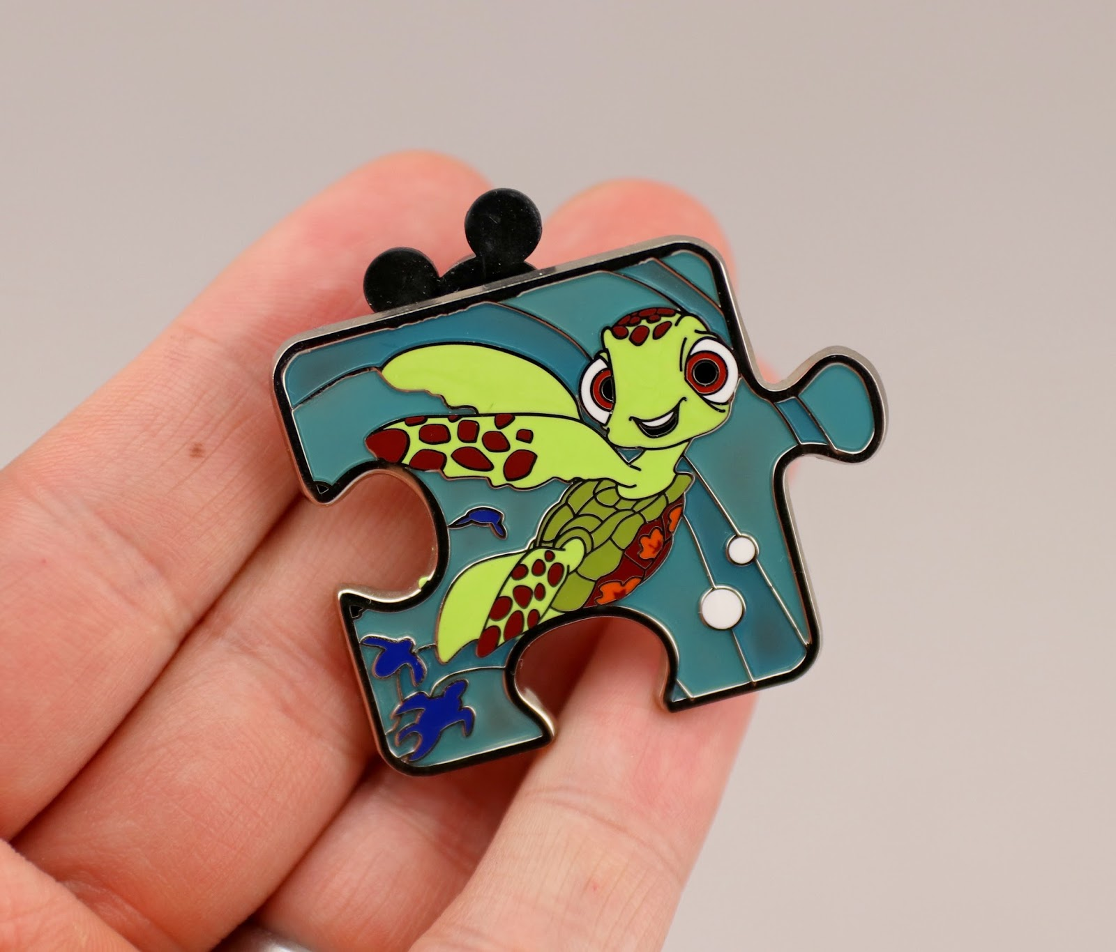 pixar finding nemo character connection pin squirt