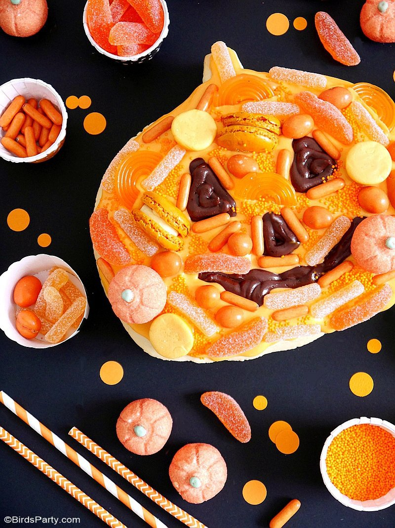 Jack-O'-Lantern Halloween Cookie Cake - this pumpkin shaped cookie cake recipe so easy to make and decorate for your Halloween parties and celebrations! by BIrdsParty.com @birdsparty #halloween #halloweencookiecake #halloweencookie #halloweencake #halloweentreats #jackolantern #pumpkin #pumpkincookie #pumpkincake