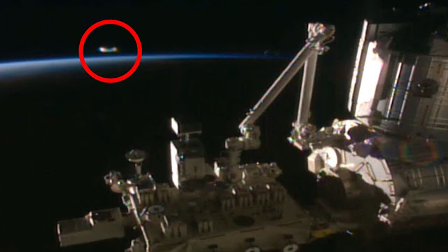 Another-amazing-Silver-UFO-appears-at-the-International-Space-Station-but-NASA-does-nothing.