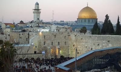El turismo a Israel ha alcanzado un máximo histórico, con 1.74 millones de turistas llegando en los primeros seis meses de 2017, un 26 por ciento de aumento respecto a la misma época del año pasado.