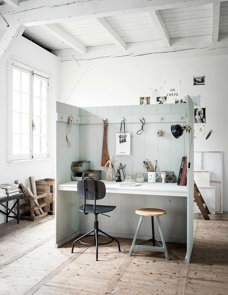 scrivania fai da te con parete attrezzata in legno