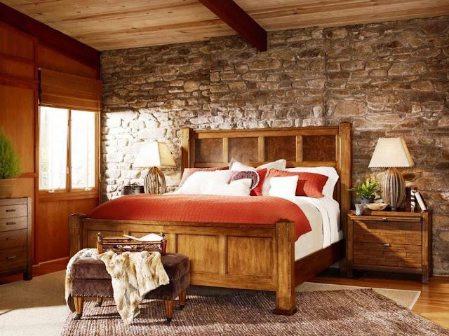 Rustikale-schlafzimmer-mit-Steinwand-inklusive-Holzmöbel-1024x768
