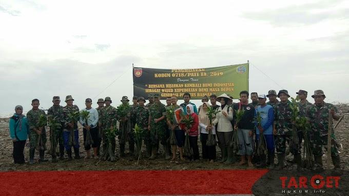 Dandim Pati Letkol Arief Darmawan Pimpin Penanaman Mangrove di Sepanjang Pantai Desa Margomulyo