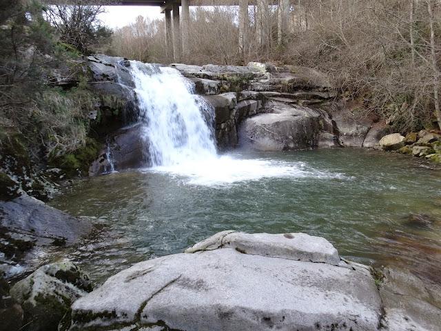 Pozas en el río Cerves en Melón