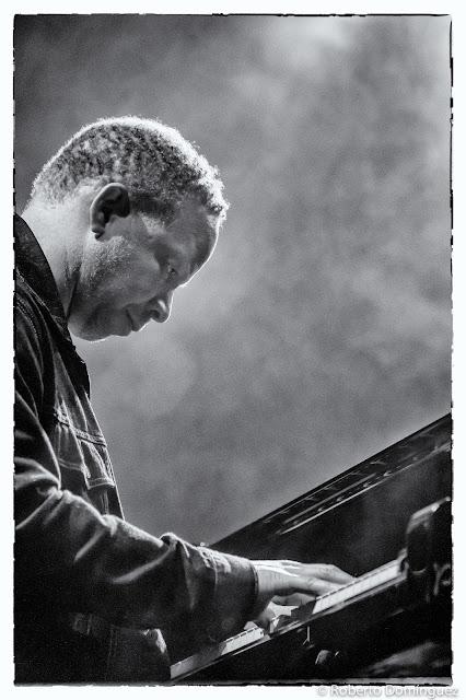 © R.Domínguez - Ches Smith Trio
