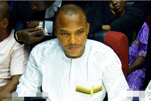 Radio Biafra Director, Nnamdi Kanu Wears Biafra-Inspired Attire to Court (Photos)