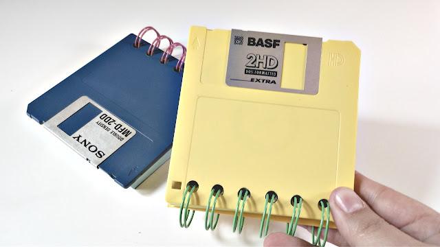 Tutorial: Cómo hacer una libreta con disquette reciclados.