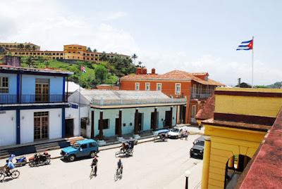 Casco histórico de Baracoa, al fondo el hotel El Castillo