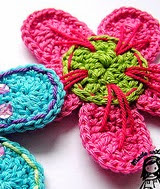 http://www.ravelry.com/patterns/library/flower-applique-2