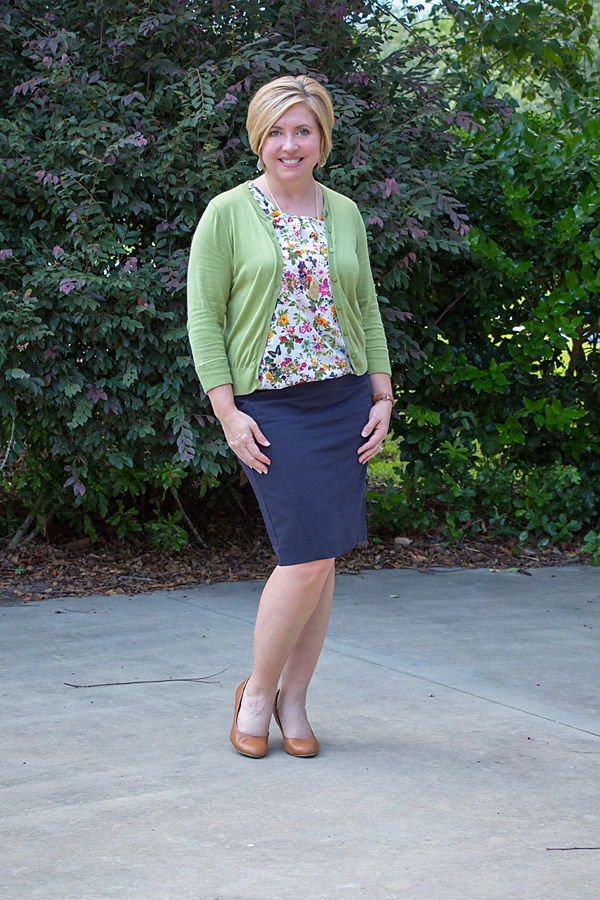 olive and navy outfit, floral top, office outfit