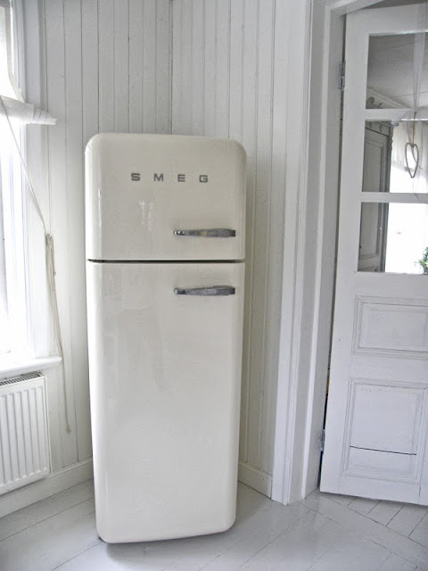 högt kylskåp