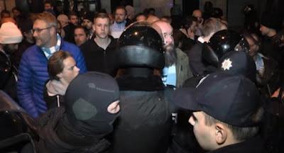 Поліція і співробітники військкоматів провели рейд нічними клубами Львова