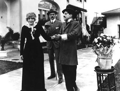 """Чарли Чаплин в фильме """"Зарабатывая на жизнь"""" (Making a Living, 1914)"""