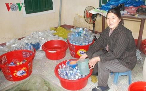 Phát hiện cơ sở chế biến giấm bằng nước lã và axit độc hại ở Quảng Ngãi