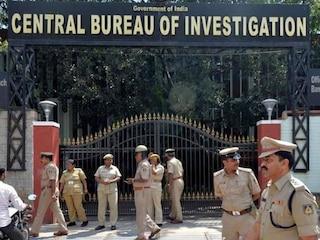 UP: जमीन घोटाले की जांच के लिए गई CBI टीम को लोगो ने दौड़ाकर पीटा, 2 अफसर हुए घायल