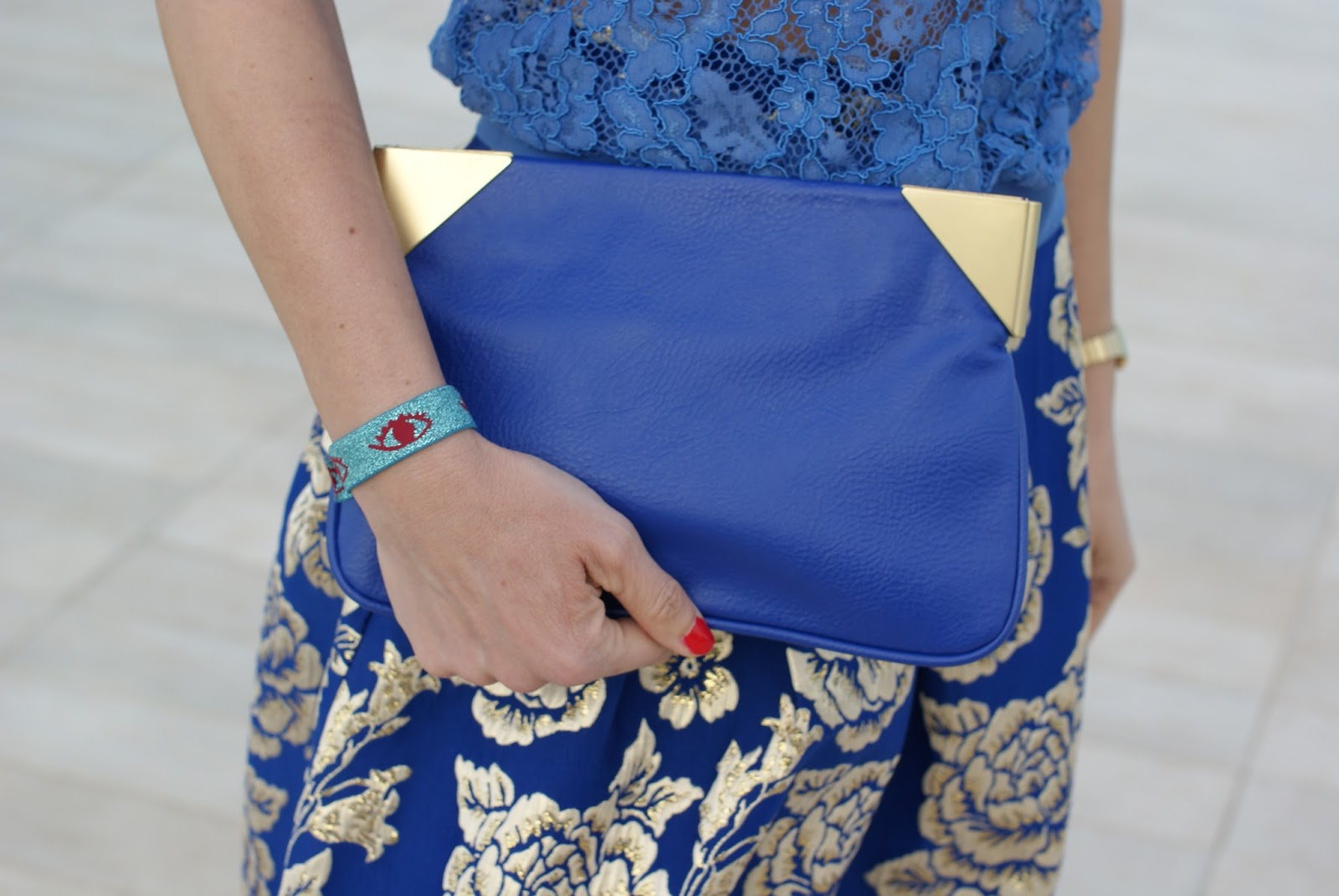 Zara blue clutch on Fashion and Cookies fashion blog, fashion blogger style