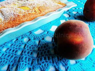 Рецепта за кекс с праскови и заквасена сметана