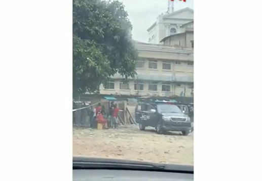 "Police officers and ""area boys"" seen smoking marijuana at Mandilas park Lagos Island"