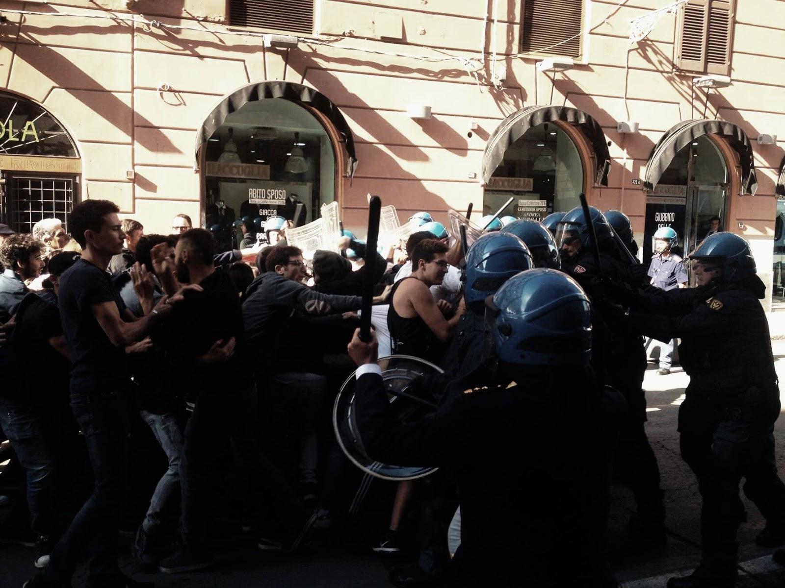 Renzi a Palermo Scontri tra studenti e forze dell ordine
