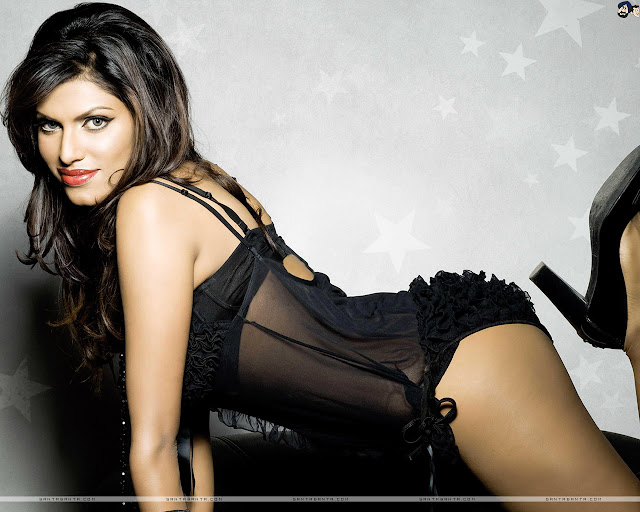 Gizele Thakral Sexy Wallpapers