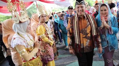 Gubernur Ridho dan Ibu Yustin Disambut Hangat Bupati Winarti dan Ribuan Masyarakat Tulang Bawang
