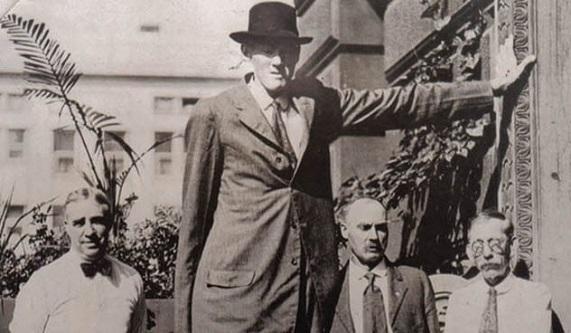 Dünyanın Gelmiş Geçmiş En Uzun Adamı Bernard Coyne Mi?