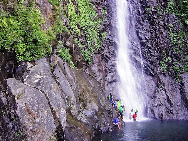 Wisata Air Terjun Sedudo Nganjuk