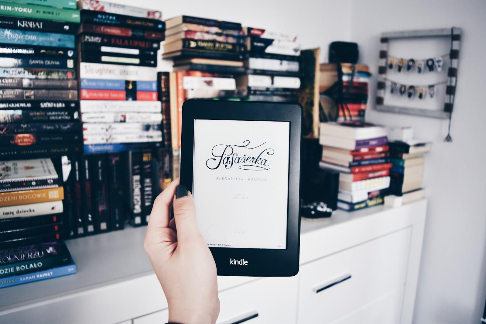 Pasażerka, Alexandra Bracken, podróże w czasie, książki, ebook, darmowe książki, czytam pierwszy