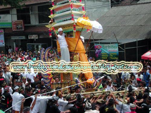 Contoh Upacara Adat Bali Mengenal Budaya Bali Lebih Dekat; Manusia Alam Dan Dewa Upacara Adat Ngaben Bali Indonesia Budaya Indonesia