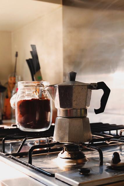 Zmiana nawyków żywieniowych. Domowe zwyczaje żywieniowe. Zsiadłe mleko, kiszona kapusta, ziarna kawy, ksylitol.