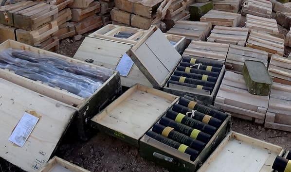بالفيديو الجهات المختصة تضبط أنفاقا تحوي مستودعات أسلحة قرب الحدود الأردنية