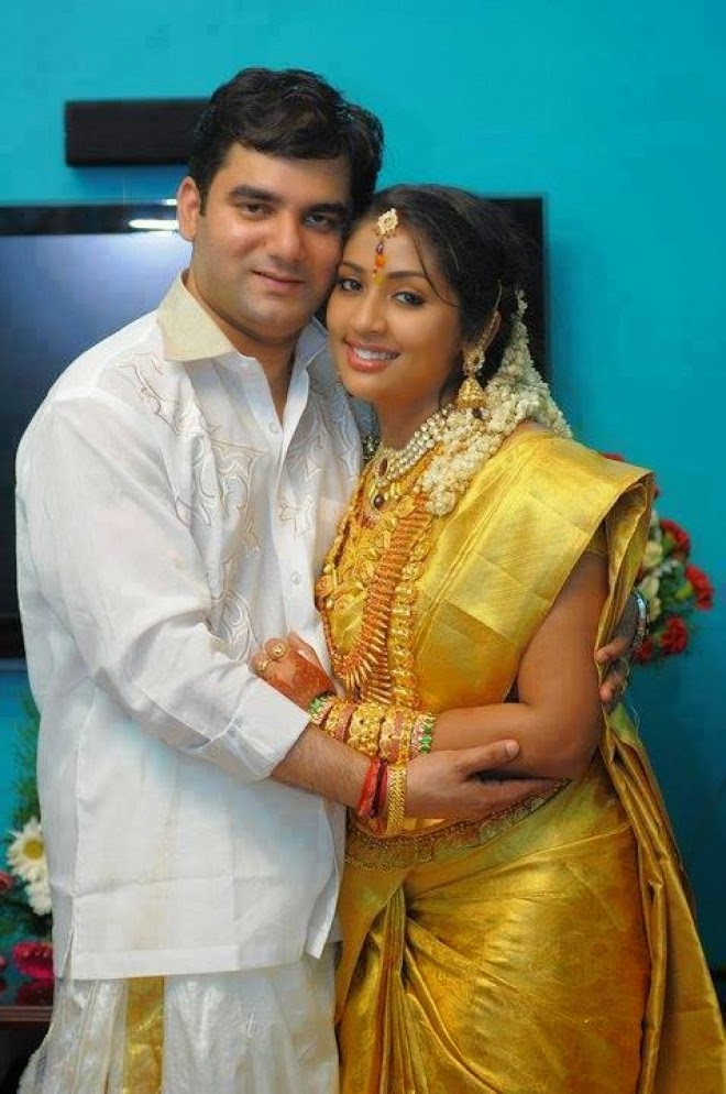 Navya Nair With Her Son Husband Latest Photos Malayalam Actress -8148