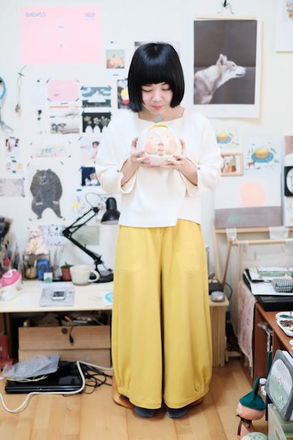 KIDISLAND兒童島插畫家Yukito穿著許許兒有機棉上衣和有機棉寬褲