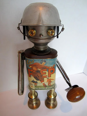 Robot con lata vieja  reciclada