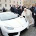 Regalan al papa un Lamborghini, cuya subasta ayudará a cristianos de Irak
