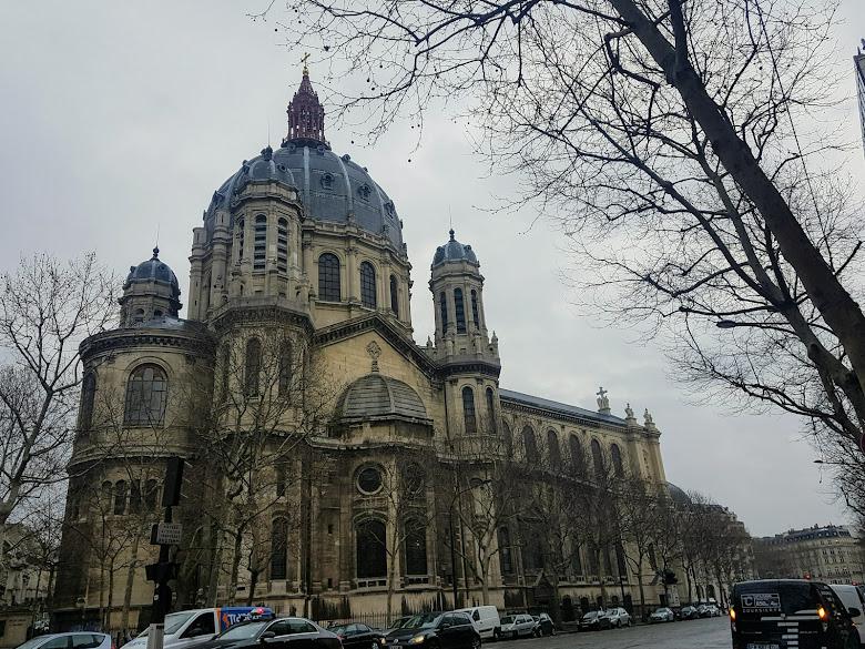 在市區亂走經過的聖奧古斯丁教堂 Saint-Augustin