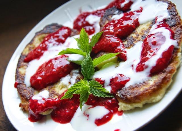 Jaglane pancakes z malinami