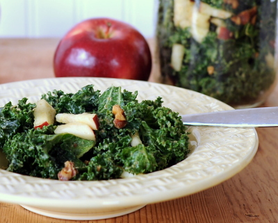 Kale Salad To-Go with Avocado & Apple ♥ A Veggie Venture, make it ahead of time, then carry it along to work or outdoor activities. Low Carb. Weight Watchers Friendly. Vegan.