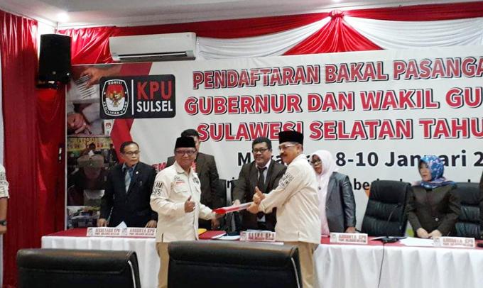 Foto: Pasangan Agus-TBL Saat Mendaftar ke KPU Sulsel
