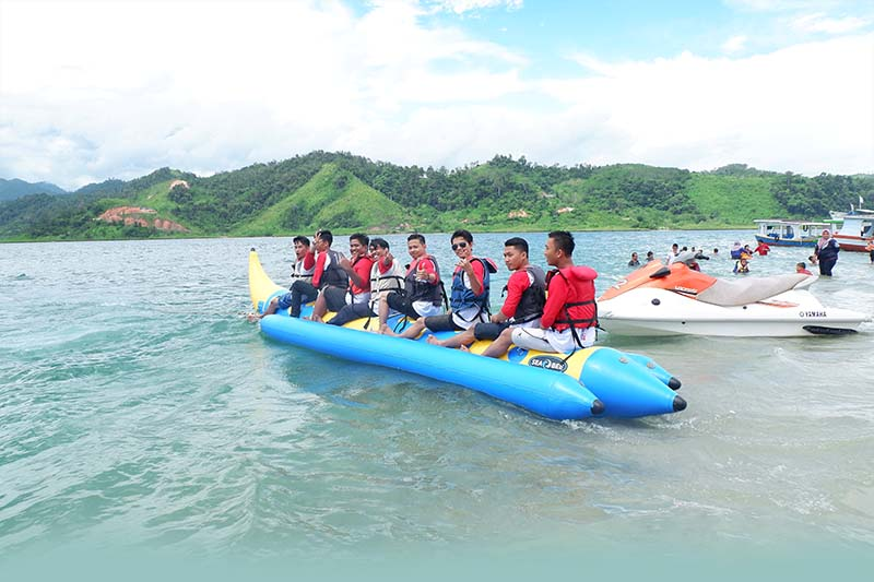 Playing Banana Boat in Setan Island, A Tourist Attraction in West Sumatra, west sumatra tourism  west sumatra islands  west sumatra map  tourist attractions in north sumatra  west sumatra beaches  things to do in padang  padang sumatra  west sumatra culture