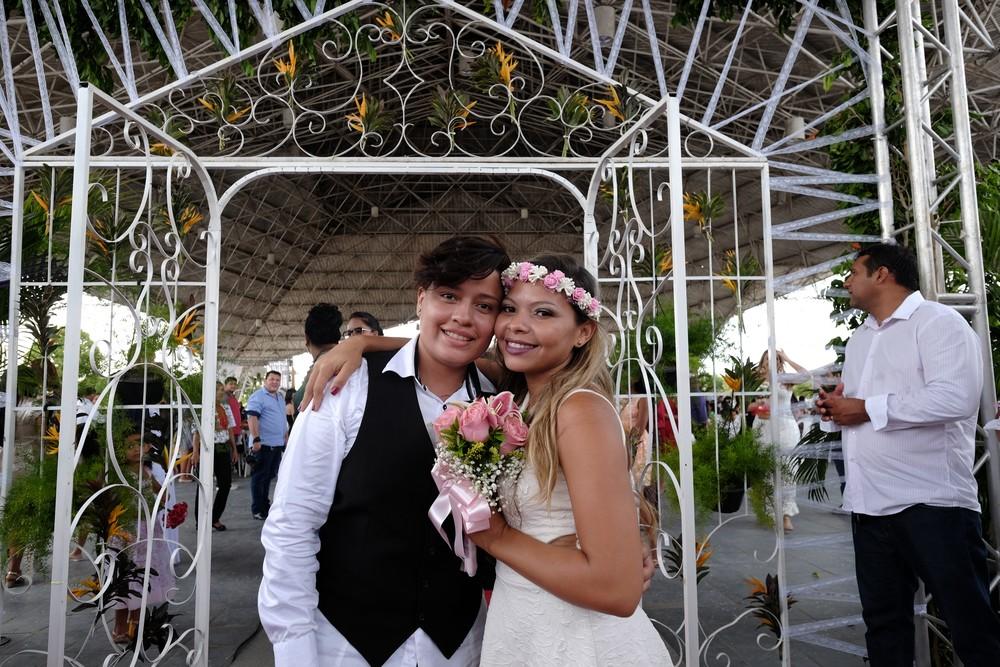 Fabíola e Jéssica dizem sim em cerimônia coletiva com 300 casais em Roraima