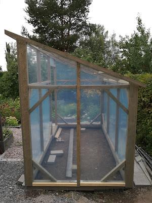 kasvihuone itse tehty kasvihuonemuovi puurunko