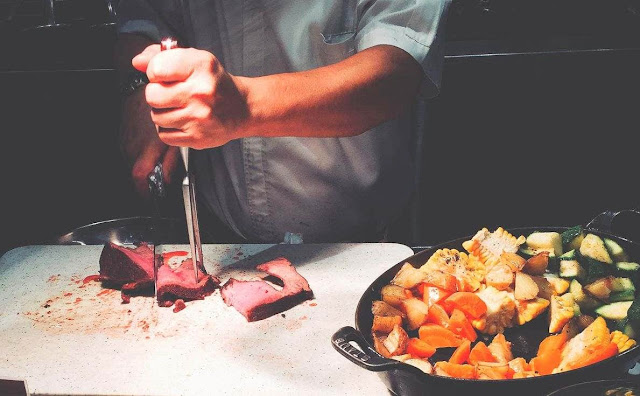 Steak at the carving station of Dusit Thani Manila's The Pantry