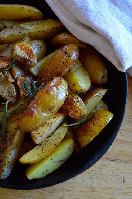 paahdetut sumakkiperunat, peruna, lisäke, sumakki