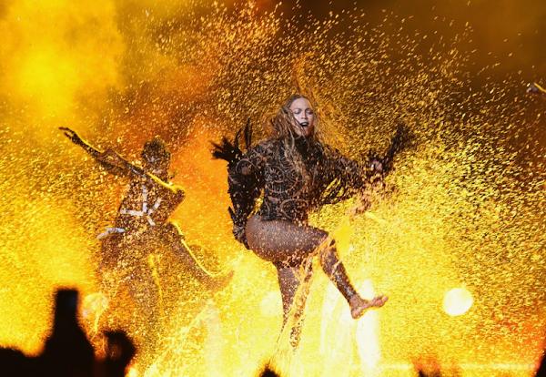 """Beyoncé e Kendrick Lamar se juntam em apresentação histórica de """"Freedom"""" no BET Awards 2016!"""