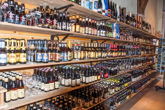 Fotografia de tienda de cervezas en Brujas