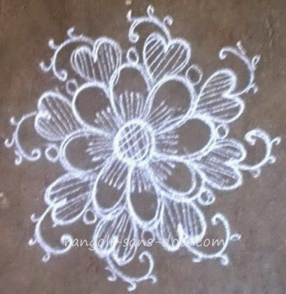 floral-kolam-with-ezhai.jpg