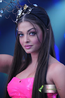 Aishwarya Looks Stunning In Pink Outfit