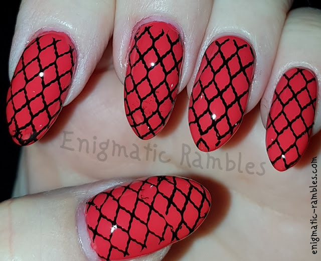 red-mesh-nails
